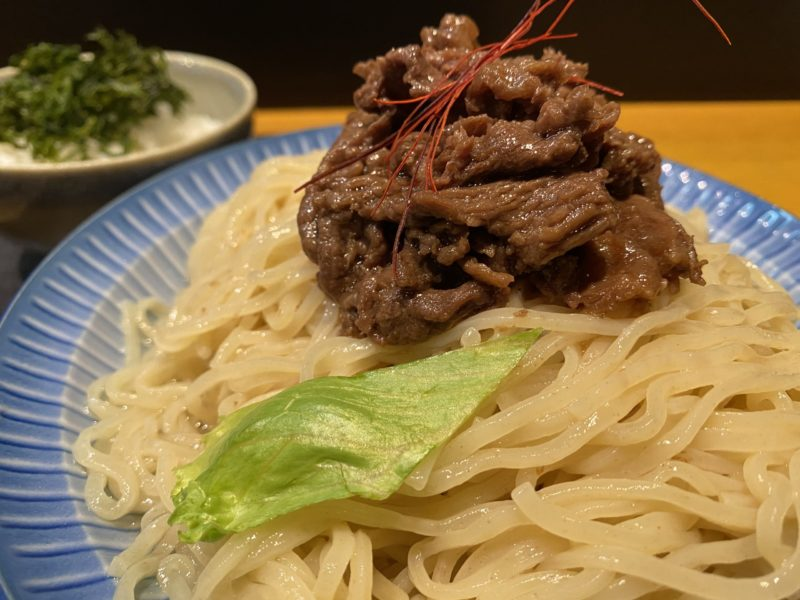 【Abats奥村】和食の料理人のこだわりが光る!近江牛ひやあつBLACKつけ麺 ¥900(税込)