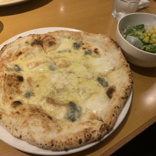 【ITALIAN QUATRO】PIZZA!ボリューム満点コスパ良しクアトロフォルマッジ¥980(税抜)