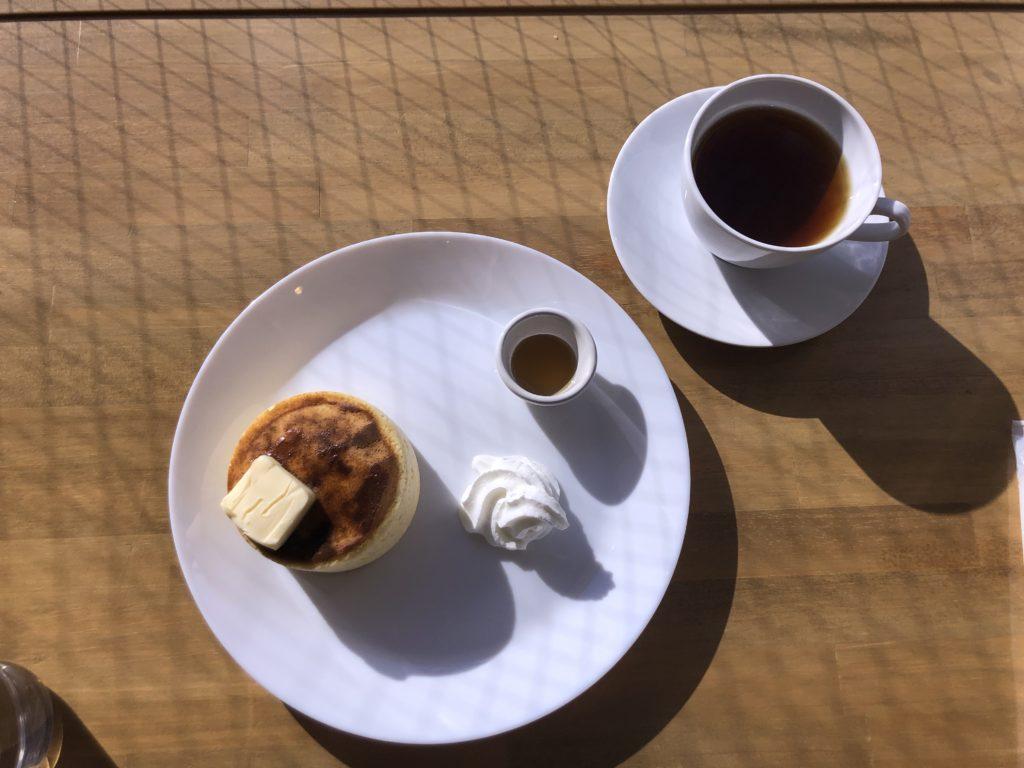 【カフェ 星雲】クラシックが流れる店内で頂くワンコインパンケーキ ¥500(税込)