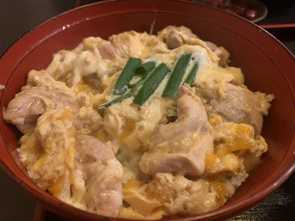 【いけまさ亭】錦小路にある親子で営んでおられるほっこりする親子丼(お味噌汁、小鉢、お漬け物付き) ¥1,150(税込)