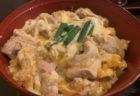 【Cafe Yorozu】地元の人から愛されている絶品オムライス濃厚チーズのオムライス(カレー味) ¥940(税込)