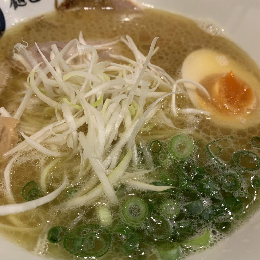 【麺匠 たか松】女性も食べやすい!煮干し香るらぁ麺(並) ¥690(税込)