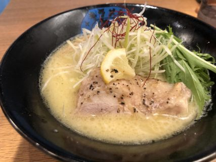 【キラメキノ青空】アクセス◎チャーシューが大きすぎる! 鶏白湯らーめん塩(塩のキラメキ) ¥850(税込)