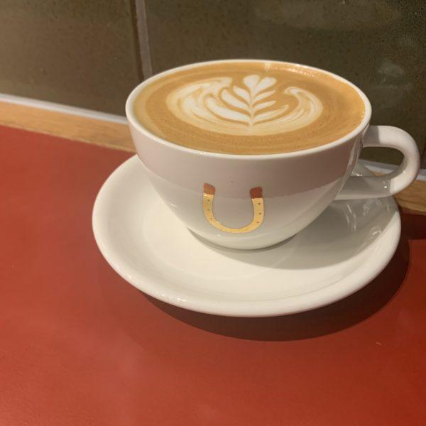 【Stumptown Coffee Roasters】ホテルの中のお洒落空間で外国気分な一杯を♪ラテ ¥520(税抜)