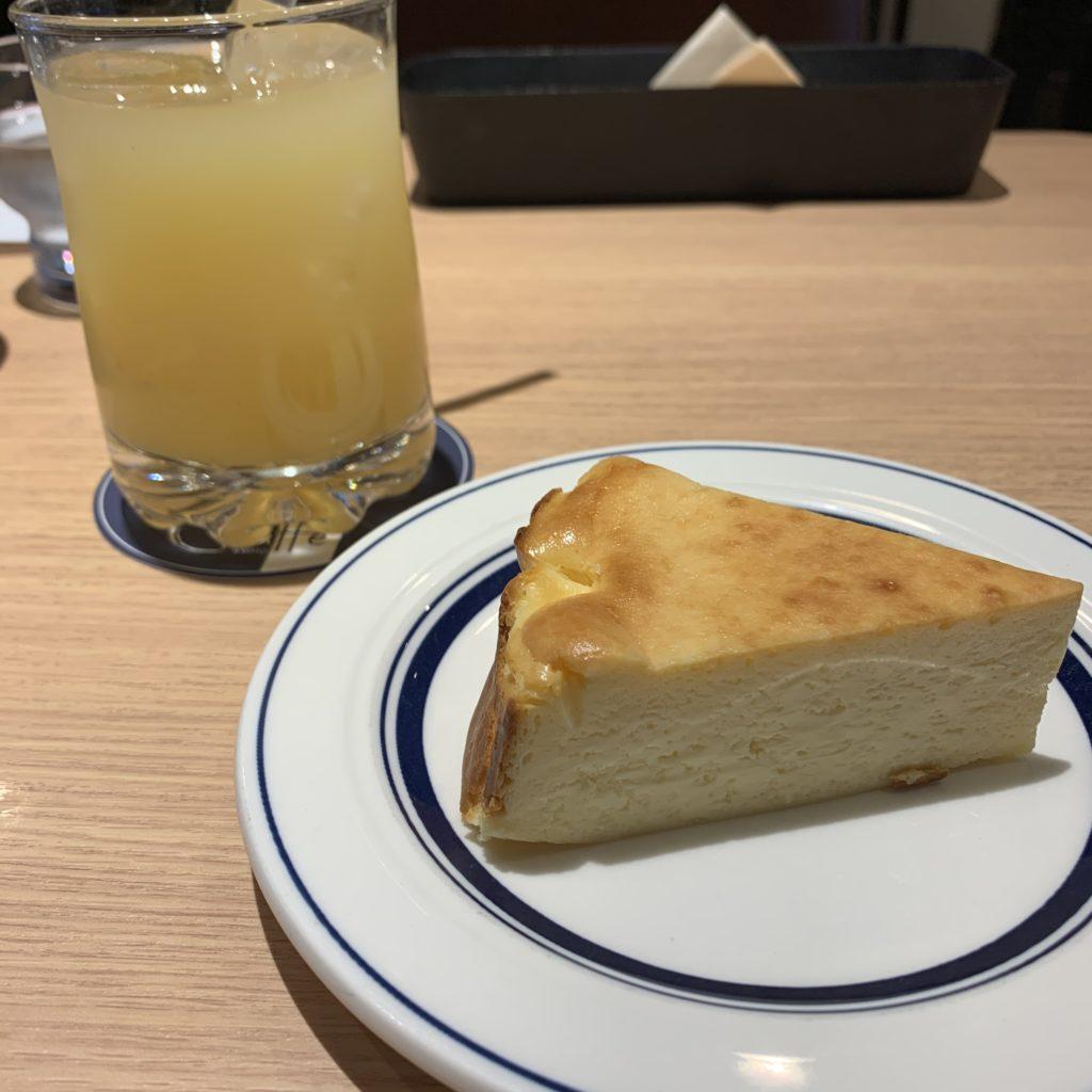 【Okaffe kyoto】海外でも有名パティシエ一押し★ バスクチーズケーキ ¥550(税込)