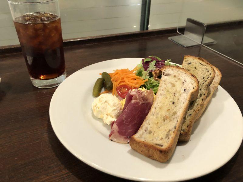 【進々堂】OLさんに特にオススメ◎ヘルシーで美味しい 雑穀生活のせのせプレート ¥990(税込)
