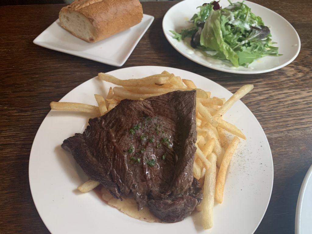 【mumurik】お昼からステーキランチが食べられる!牛ハラミのステーキ レモンバターソース ¥1,250円(税抜)