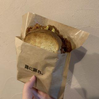 【ハイライトカツサンド】「鶏に謝れ。」サクッとジューシーなカツサンド ¥600(税込)