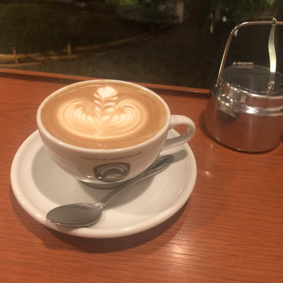 【KISSA MASTER(master-piece coffee kyoto)】庭園を望むおしゃれ和空間でくつろぐ、至福の時間 マキアート ¥490(税抜)