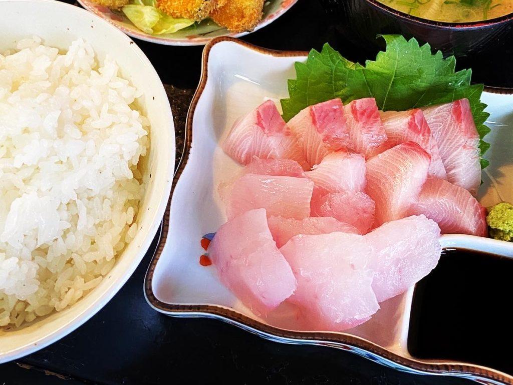 【おやこや】昔ながらの食事処で頂く!新鮮な魚介を使用した お造り定食 ¥1,000(税込)