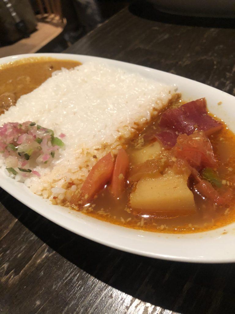 【カマル】無添加カレーが味わえる  やさいカレー&バターチキンカレー ¥920(税込)
