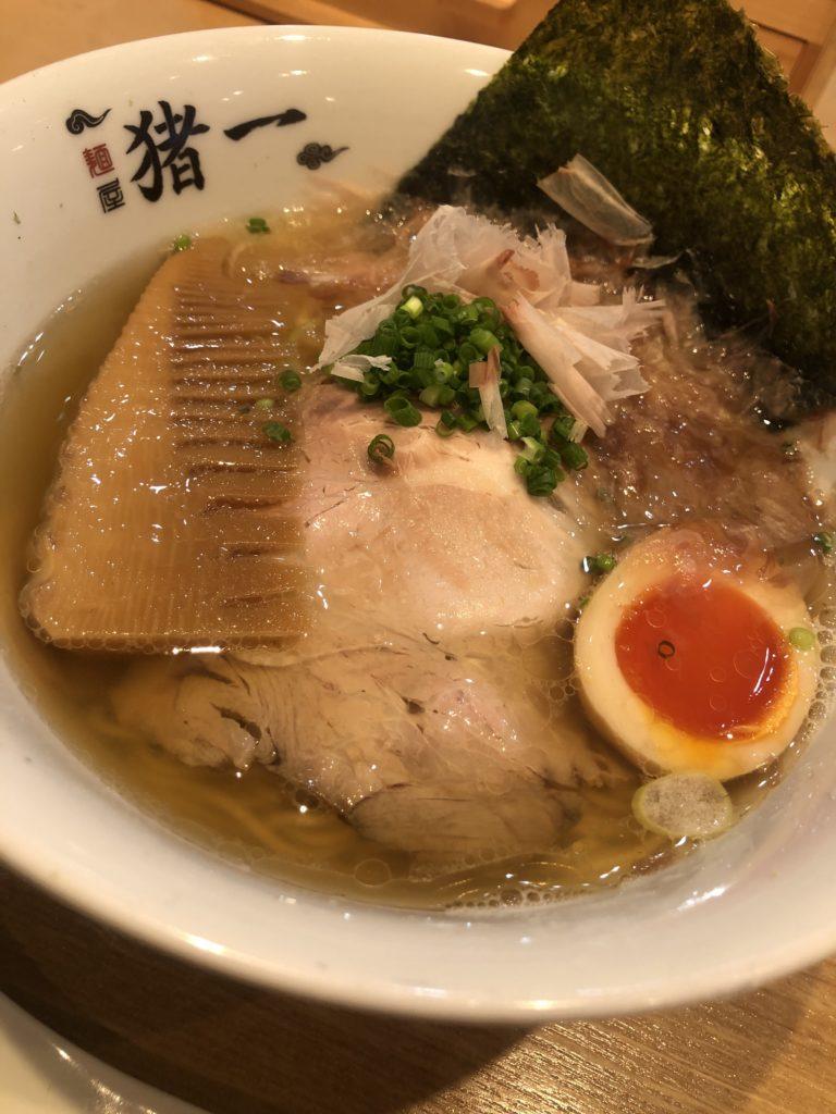 【麺屋猪一】ミシュランビブグルマンにも選出された超人気ラーメン屋 出汁そば・白 ¥1,100(税込)