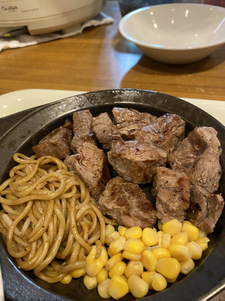 【京都鉄板 たちばな】がっつりランチを食べた時におススメ!やっぱしやわらか肩ロースステーキ ¥1,000(税込)