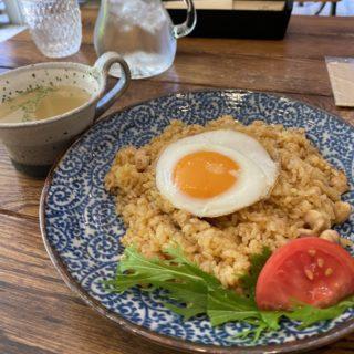 【cukup Cafe】インドネシアの定番料理!ナシゴレン(スープ付) ¥850(税込)