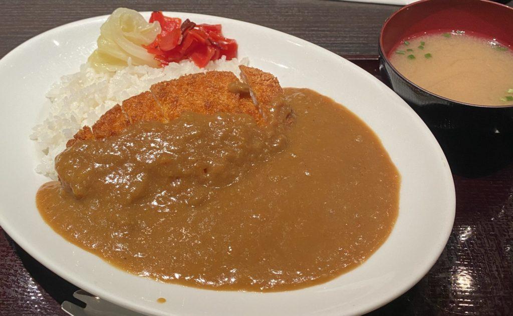 【やきとり 鳥あさ】サクサクチキンが美味しい!チキンカツカレー ¥1,000(税込)