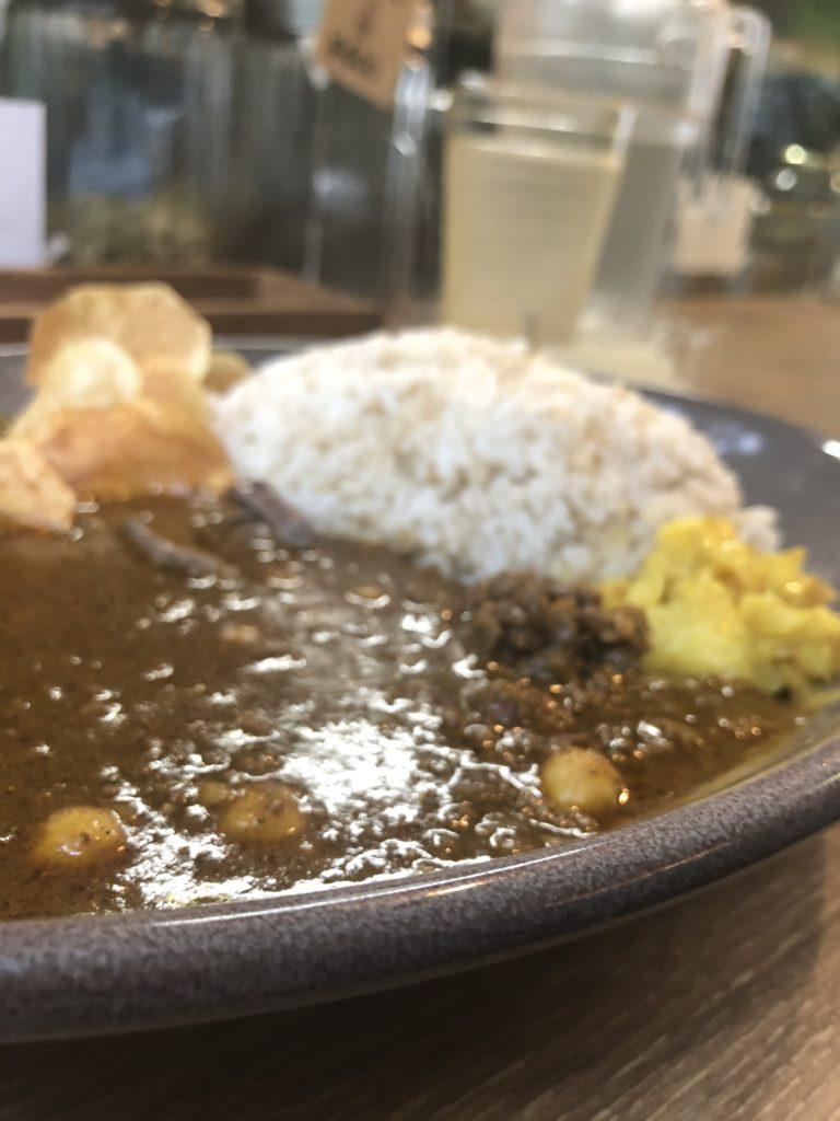 【curry plant】京都の食材がたくさん使われた京鴨カレー ¥1,000(税込)