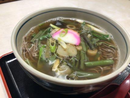 【相生餅本店】温かいそばと暖かい接客でほっこり 山菜そば¥650(税込)