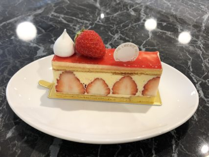 【LIBERTÉ PÂTISSERIE BOURANGERIE】甘酸っぱい苺が絶品!~フランス版いちごのショートケーキ~ フレジエ ケーキセット ¥1,120(税抜)