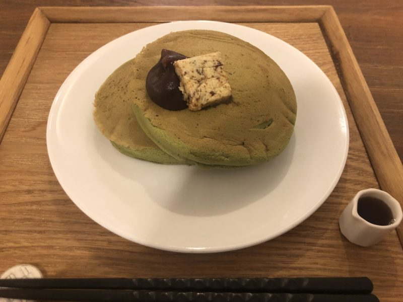 【うめぞのCAFE&GALLERY】ふわふわ&しゅわしゅわ♡口の中でとろける抹茶のホットケーキ ¥980(税込)