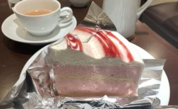 【HARBS】苺好きのリッチなティータイムに♡ ストロベリームース ¥750(税込)