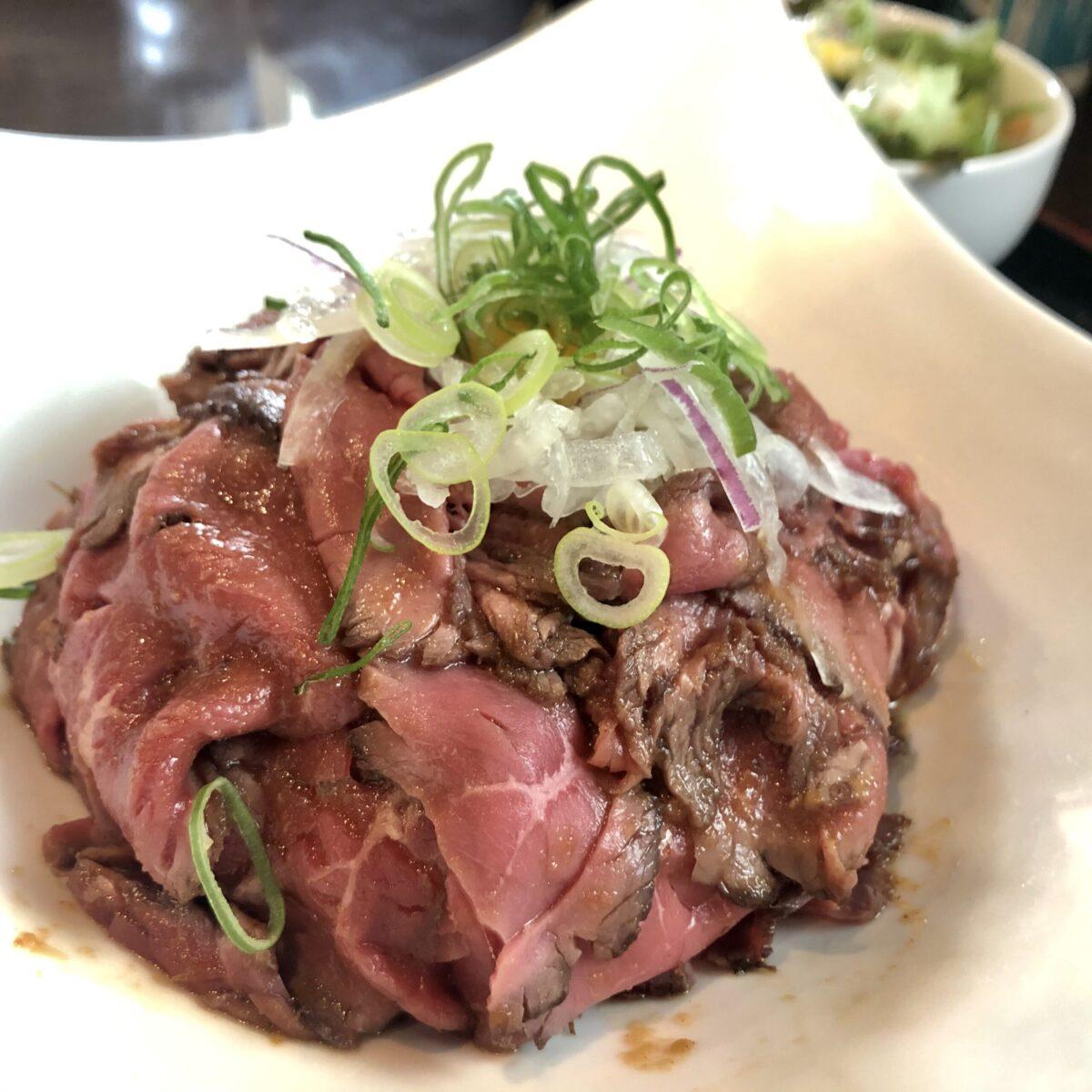 【京焼肉 ききょう】焼肉店で食べる最強コスパ肉ランチ ローストビーフ丼 (肉の大盛) 🥩 \1,000(税込)